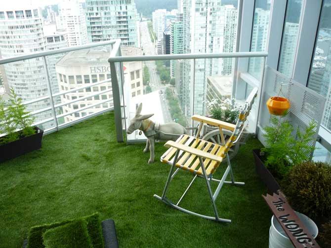 Downtown Apartment Artificial Grass